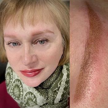 Воздушный и нежный перманентный макияж бровей и губ в Хабаровске